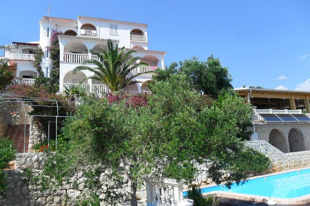 Alloggio croazia isola pag novalja appartamenti privato for Isola gonfiabile piscina