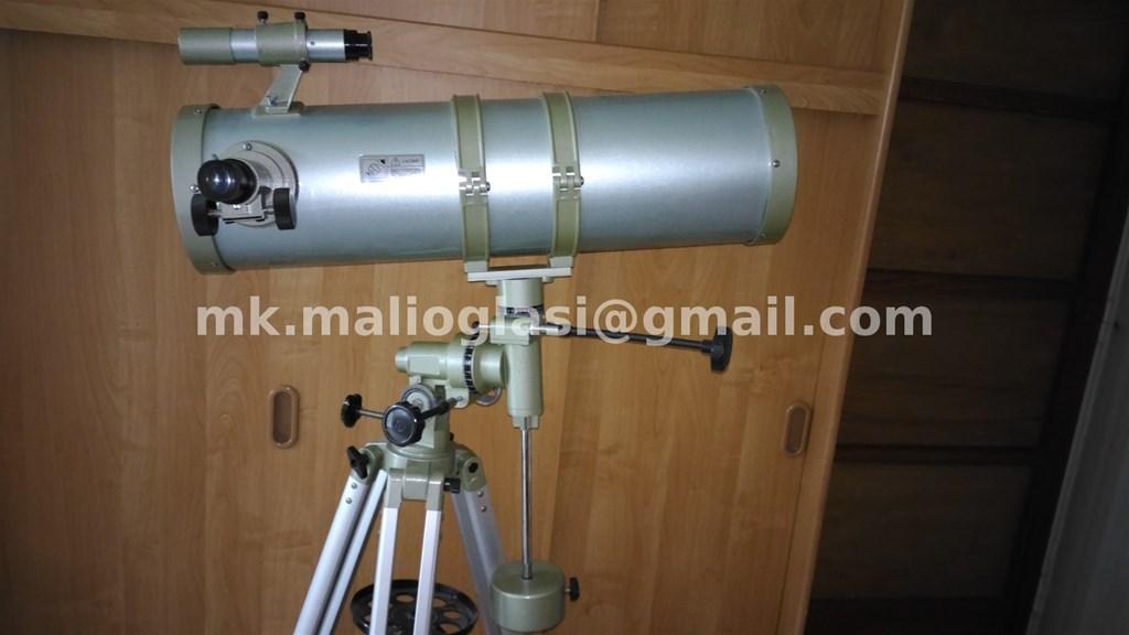 Newtonov reflektivni teleskop kratke cijevi na ekvatorijalnoj