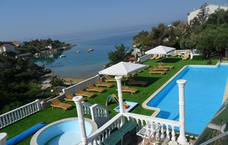 Large apartment villa with pool in Novalja, near Zrce beach  Large apartment villa with pool in Novalja,