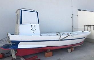Prodajem plastificirani brod 7 M s unutarnjim motorom Mercedes