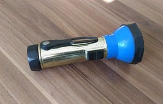 Ručna svjetiljka na C baterije, plava