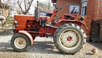 Traktor vladimirec T25