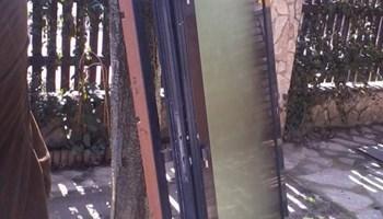 Prodajem dvoja alumijska vrata sa izo staklima NOVA!