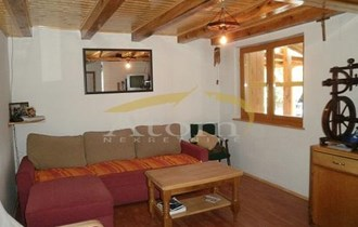 Delnice, dvoetažni stan 80m2 sa garažom , radionom i okućnicom 750m2