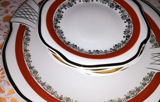 Set porculanskih  tanjura za kolače