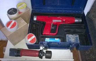 Pištolji za upucavanje čavala u beton HILTI DX 100 L i UNIS BOSS 128