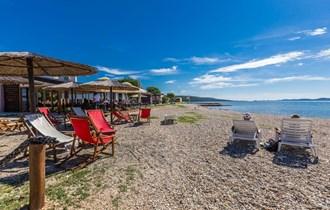 App 2+1 u Sukošanu sa pogledom na more i otoke,udaljen od plaže 80 metara,već od 25 do 45 eura za 2 osobe