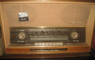 Prodajem vintage radio SABA