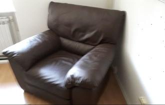 Kožna fotelja