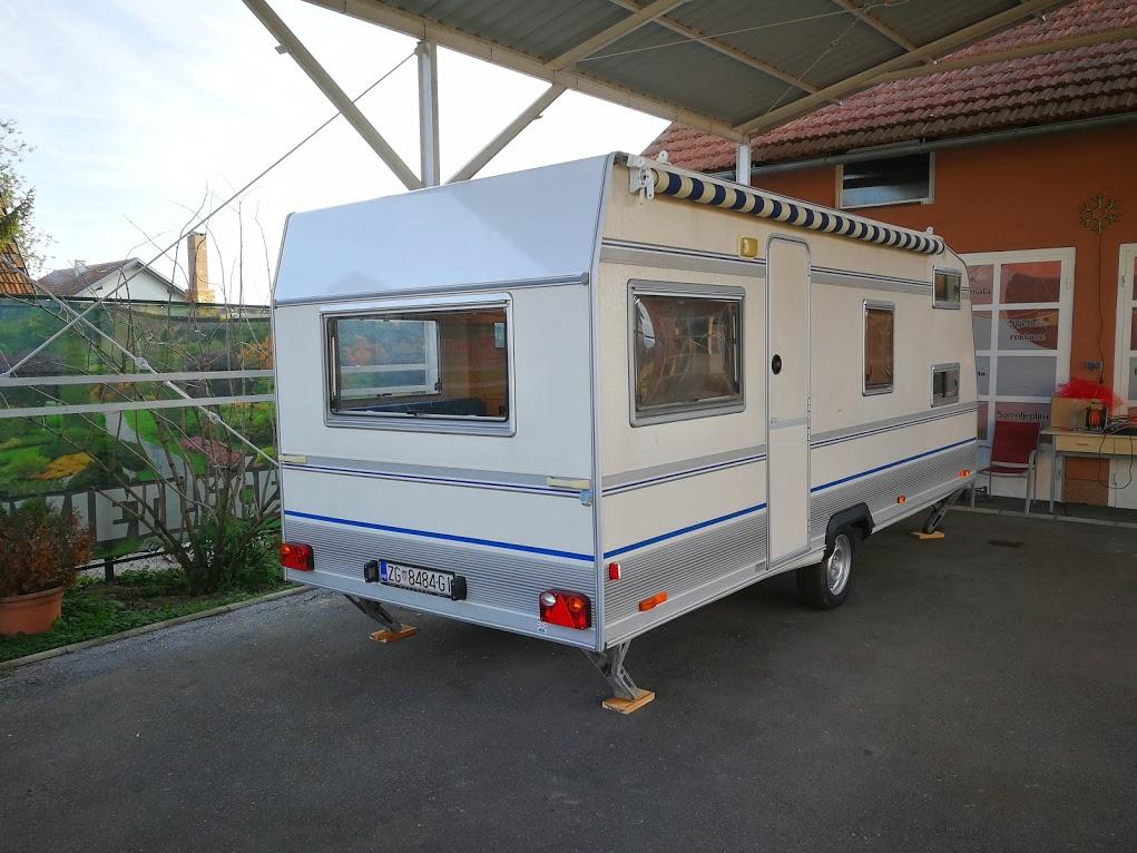 električni priključak za kampiranje / kamp prikolica