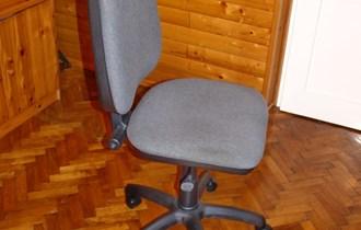 Uredski stolac na kotačima