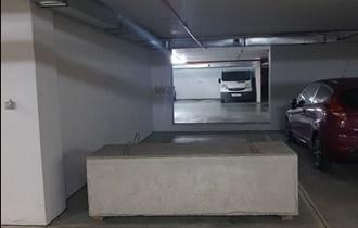 Iznajmljuje se prostrano garažno parkirno mjesto u blizini Radničke