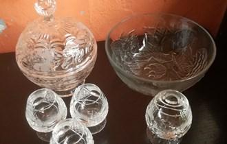 Prodajem kristalne čaše, šalice itd itd...