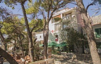 Makarska, hotel na Makarskoj Rivieri uz more na prodaju