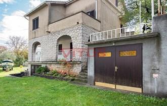 Obiteljska kuća s garažom, na odličnoj lokaciji 150 m od mora u Malinskoj! k740