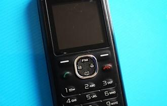 Mobitel na tipke Sony Ericcson J132