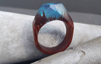 Prsten kombinacija epoxy smole i mahagonija