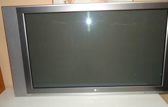 LG PLAZMA 107 CM - ISPRAVNA MALO KORIŠTENA