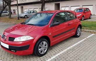 Renault Megane 1.4 16v God:2003/04 Reg do 20.03.2019. 181.000km. ------- Klima i Sva Ostala Oprema.. 2 × Ključ --- Zimske Gume.. ------- Servisna Knjiga Uredno Servisiran  Održavan i Garažiran.. ------- Zagreb info:098/929-6050 Cijena u € 2.000 €