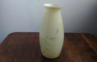 Staklena vaza, žuto staklo