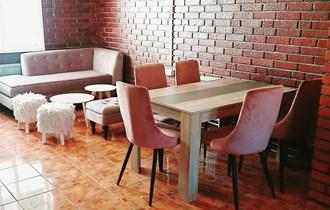 Stol + 5 stolica / izvrsno očuvano