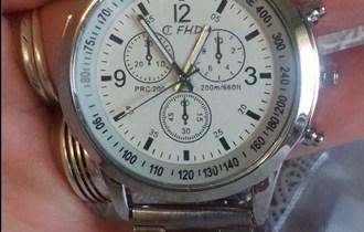 prodajem novi muski sat