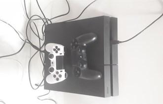 Playstation 4 1TB + 2 josticka