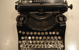 antikna stara američka pisaća mašina UNDERWOOD