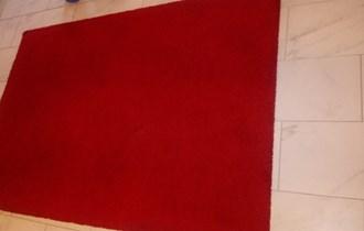Prodajem tepihe kratko koristeni boja crvena