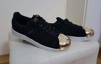 Adidas Superstar br. 40, Crne sa zlatnom kapicom,NOVO