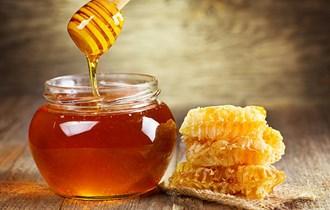 Vrhunski domaći bagremov med