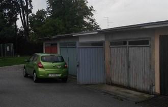 Garaža, Sisak,Trg Vere Grozaj, kod nebodera