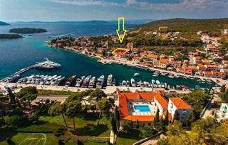 Zemljište Šolta Maslinica 465 m2, II red od mora, u centru, TOP LOKACIJA!