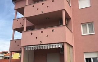 Novalja, 1-sobni apartman 26 m2 na I katu, PRILIKA!