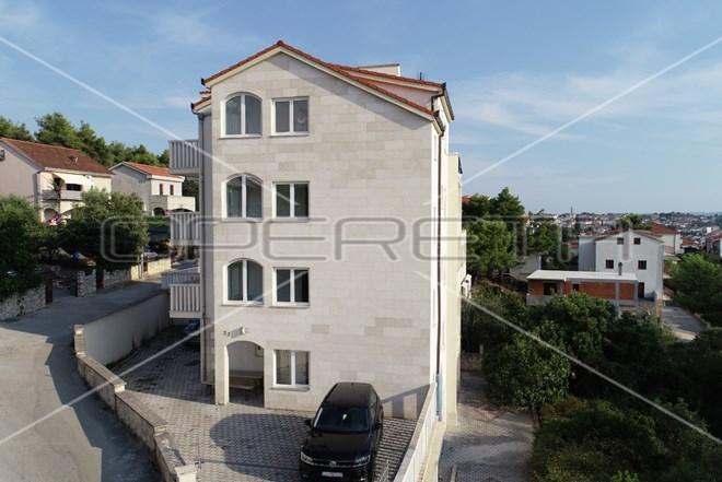 Prodaja, kuća, Okrug gornji, Samostojeća, 896m2