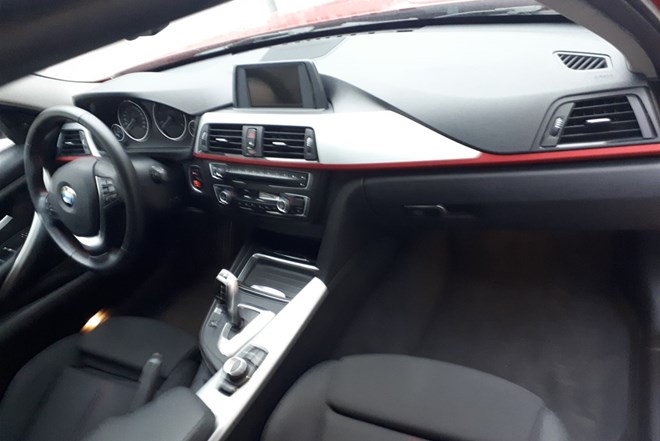 BMW serija 3 318 d Sport Line