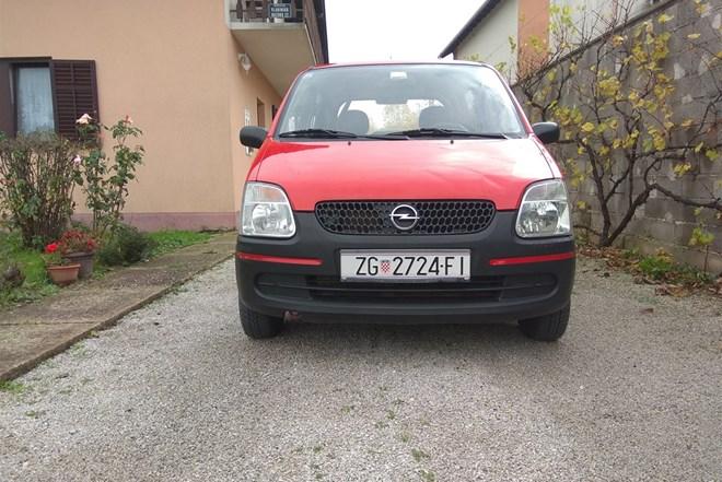 Opel Agila 1.0 12V, registrirana godinu dana