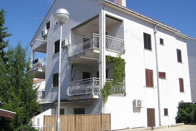 Prodaja stana Hrvatska / Dvoetažni stan s okućnicom u Puntu