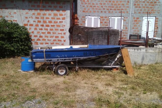 Čamac, plastični 4 m,Sa prikolicom , zamjena za gumenjak PRILIKA
