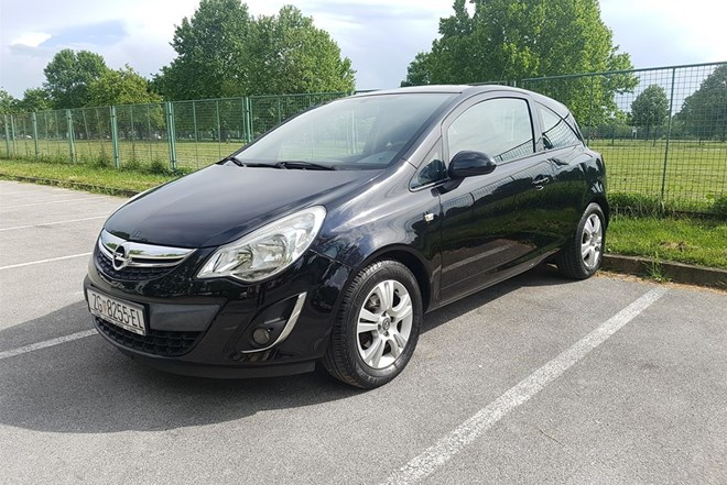 Opel Corsa 1.4 2011. g. UPRAVO REGISTRIRAN!!!