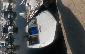 Gliser Glastron 5 m sa motorom yamaha 60 u moru