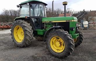 Traktor John Deere 3350