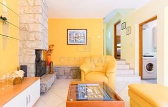 Njivice, jednosoban stan s dnevnim boravkom, 48 m2