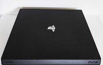 Playstation 4 Pro 1TB G chassis+2 kontrolera+4 igrice