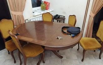 Okrugli stol i 6 stolica