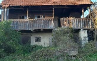 Stara hrastova kuca s kamenim podrumom