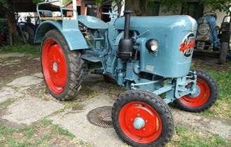 Traktor Eicher  Kupim Moze Rastavljen-Defekt-Neispravan