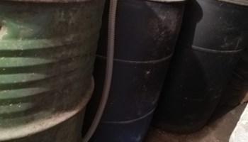 4 bačve za naftu, 200l svaka, 3 plastične i jedna metalna sa poklopcima