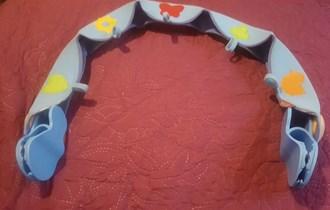 TinyLove luk za postavljanje dječjih igračaka na autosjedalici/kolica