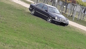 Mercedes-Benz E-klasa 320cdi extra stanje